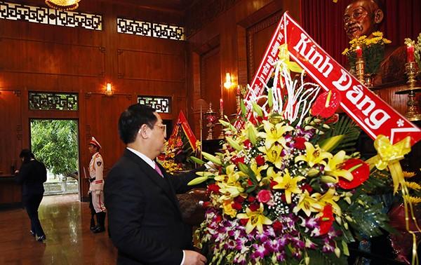 Phó Thủ tướng Vương Đình Huệ dâng hương Chủ tịch Hồ Chí Minh, thăm người có công Nghệ An