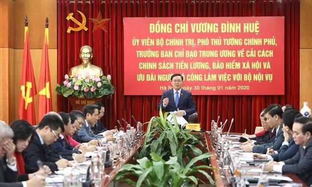 Phó Thủ tướng Vương Đình Huệ làm việc với Bộ Nội vụ