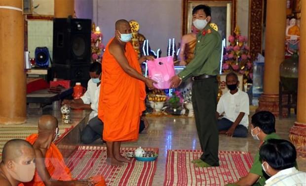 Tuyên truyền phòng, chống dịch COVID-19 đến đồng bào dân tộc Khmer trong dịp Tết Chôl Chnăm Thmây