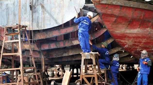 Provinsi Binh Dinh menggalang kapal berkulit baja untuk membantu para nelayan menggeliat mengarungi samudera dan merapati laut