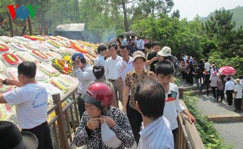 Десятки тысяч человек посетили могилу генерала Во Нгуен Зяпа во время праздника