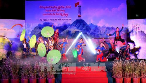 На пешеходной улице в Ханое открылось культурно-туристическое пространство провинции Хазянг