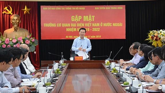 Во Ван Тхыонг встретился с главами представительств Вьетнама за рубежом