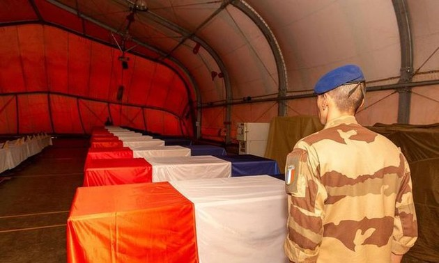 ИГ взяло на себя ответственность за гибель 13 французов в Мали