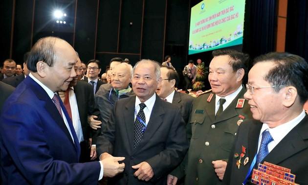 Нгуен Суан Фук принял участие в 65-летнем юбилее школ для учеников из Южного Вьетнама на Север