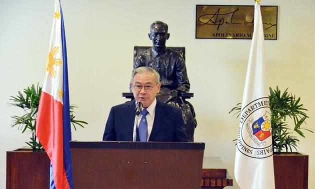 Филиппины призвали Пекин уважать решение суда в Гааге по Восточному морю