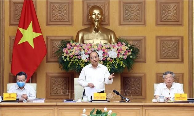 Премьер Вьетнама провёл заседание подкомисии по социально-экономическим вопросам