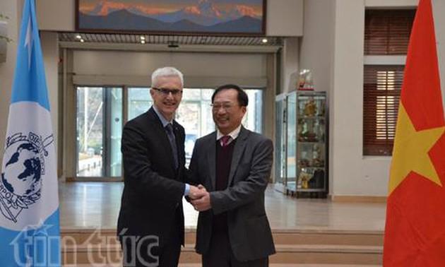 Criminalité transnationale : booster la coopération entre le Vietnam et Interpol