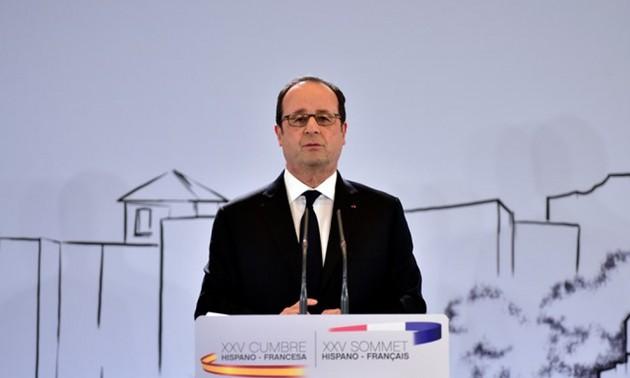 Hollande tire à boulets rouges sur les populistes