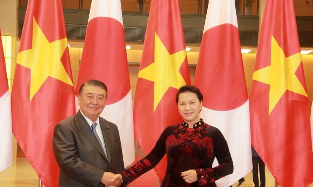 Entretien entre Oshima Tadamori et Nguyen Thi Kim Ngan