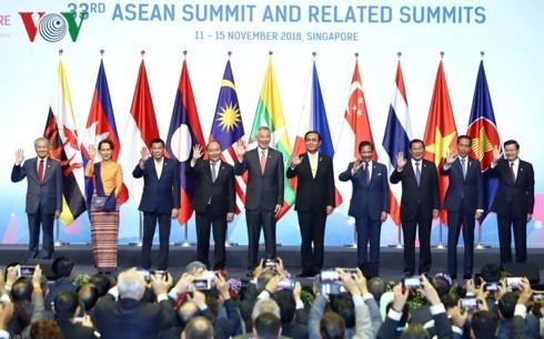 ASEAN 33: Nguyên Xuân Phuc partage les initiatives vietnamiennes