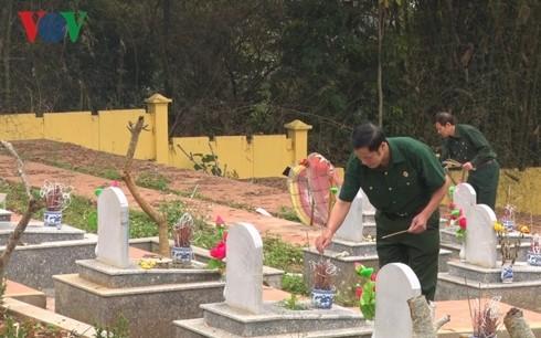Offrande d'encens en mémoire des soldats tombés lors des conflits à la frontière du Nord