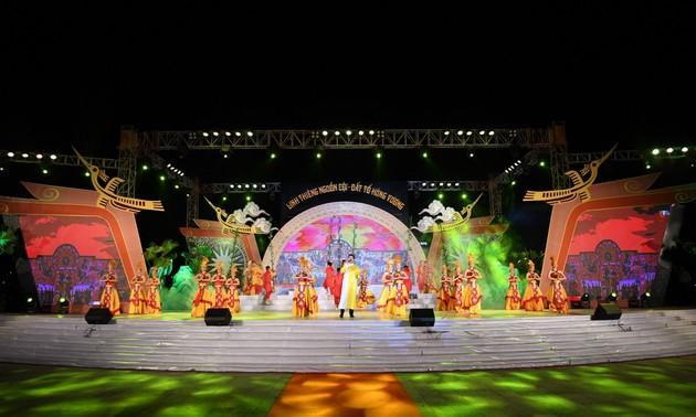 Programme artistique à l'occasion de la fête des rois Hùng