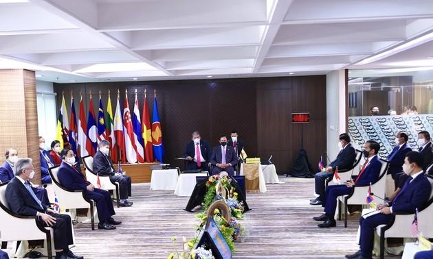 Pham Minh Chinh de retour à Hanoi après le Sommet de l'ASEAN