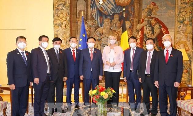 Médias belges: la visite de Vuong Dinh Huê porte les relations Union européenne-Vietnam à une nouvelle hauteur