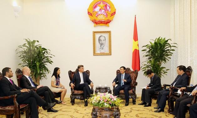 Phó Thủ tướng Vương Đình Huệ tiếp Đại sứ, lãnh đạo ngân hàng Australia
