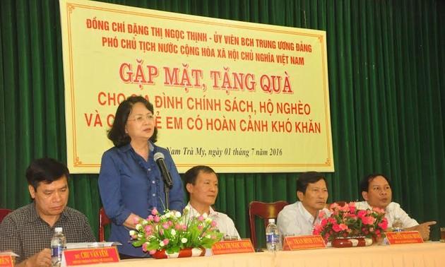 Phó Chủ tịch nước Đặng Thị Ngọc Thịnh thăm các gia đình chính sách tại Quảng Nam