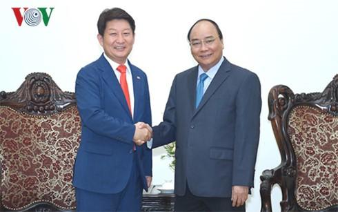 Thủ tướng Nguyễn Xuân Phúc tiếp Thị trưởng thành phố Daegu, Hàn Quốc