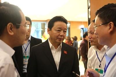 Các Bộ trưởng giải trình trước Quốc hội về phát triển kinh tế - xã hội