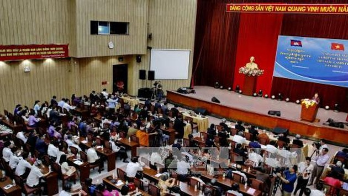 Gặp gỡ hữu nghị và hợp tác nhân dân Việt Nam – Campuchia