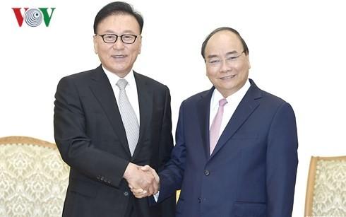 Thủ tướng Nguyễn Xuân Phúc tiếp Tổng Lãnh sự danh dự Việt Nam tại khu vực Busan – Kyeongnam, Hàn Quốc