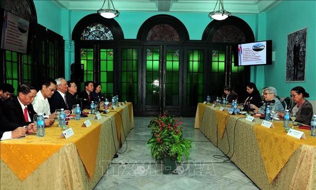 Việt Nam-Cuba trao đổi kinh nghiệm về soạn thảo chính sách và giám sát hoạt động kinh tế