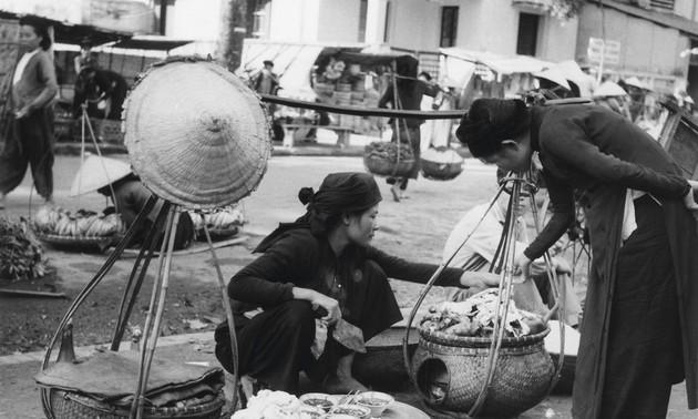 Gánh hàng rong và những tiếng rao trên đường phố Hà Nội