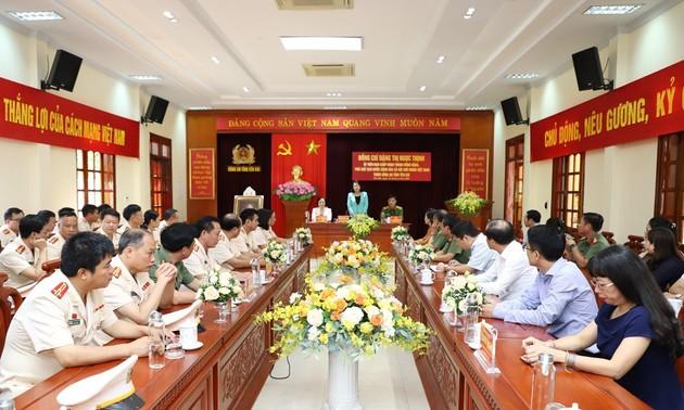 Phó Chủ tịch nước Đặng Thị Ngọc Thịnh thăm, chúc mừng cán bộ, chiến sỹ Công an tỉnh Yên Bái