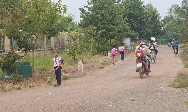 Nông dân Long An hiến đất mở đường kết nối liên vùng