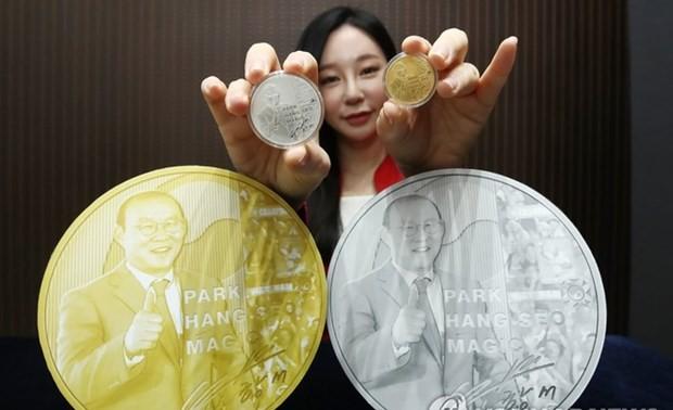 Hàn Quốc phát hành kỷ niệm chương in hình huấn luyện viên Park Hang-seo