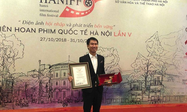 Đạo diễn trẻ Nguyễn Lê Hoàng Việt: Tìm kiếm sự tự do trong sáng tạo