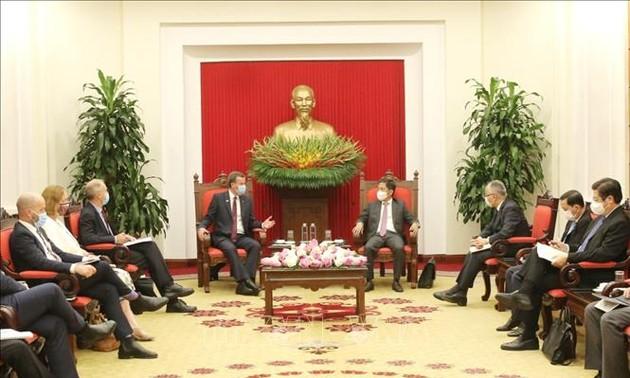Trưởng Ban Kinh tế Trung ương Trần Tuấn Anh tiếp Bộ trưởng Bộ Thương mại, Du lịch và Đầu tư Australia