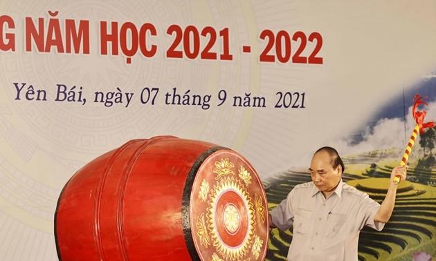 Chủ tịch nước Nguyễn Xuân Phúc dự Lễ khai giảng năm học mới và làm việc với lãnh đạo tỉnh Yên Bái