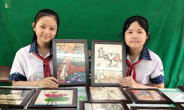 """โครงการ """"ภาพที่ทำจากเมล็ดข้าวและแนวทางการพัฒนา""""ของนักเรียนหญิงในนครเกิ่นเทอ"""