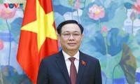 Ketua MN Vuong Dinh Hue: Warga Harus Jadi Sentral dalam Semua Upaya dan Kebijakan Negara