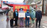 Quang Ninh übergibt Geschenke an Arbeitskräfte und Anti-Corona-Kräfte