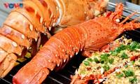 Déguster du homard grillé sur l'île de Binh Ba