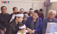 응우옌 티 낌 응언 국회의장, 중부지방 수해 순직자 가족 위문