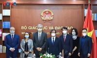 Untuk Mengembangkan Kerjasama dalam Pendidikan dan Pelatihan antara Vietnam dan Dunia.