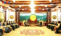 越南政府副总理兼外长范平明向老挝高级领导人通报合作结果