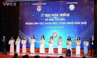 Honran a jóvenes sobresalientes en ciencia y tecnología de Vietnam