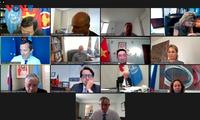 1982年UNCLOSの友人グループの会合を主宰する ベトナム