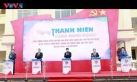 越南青年携手共建1500项青年工程,庆祝越共十三大圆满成功