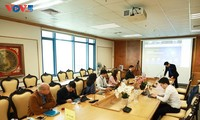 越南青年知识分子跟进数字化转型   与世界同步