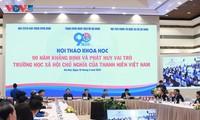 Diskussion zu 90 Jahren Schule des Sozialismus der vietnamesischen Jugendlichen