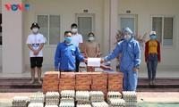 Đại sứ quán Việt Nam tại Lào tặng quà hỗ trợ sinh viên Việt Nam