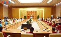 Pham Minh Chinh rencontre des athlètes vietnamiens aux JO de Tokyo