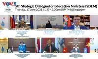 เวียดนามให้คำมั่นในการสนับสนุนประเทศเอเชียตะวันออกเฉียงใต้เพื่อสร้างสรรค์ระบบการศึกษาที่เปิดกว้าง