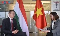 Bộ trưởng Ngoại giao và Kinh tế đối ngoạii Hungary đánh giá cao quan hệ hợp   tác hữu nghị tốt đẹp với Việt Nam