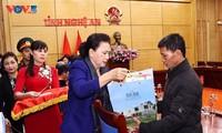 Председатель НС СРВ встретилась с семьями военнослужащих, погибших при наводнениях в центральной части страны